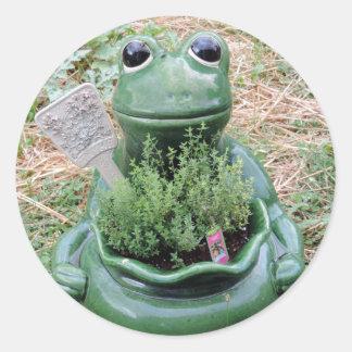 Diseño conseguido de la foto del jardín de hierbas pegatina redonda