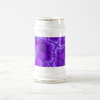 Diseño coralino del fractal de la burbuja púrpura jarra de cerveza