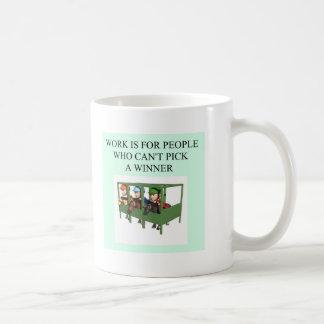 diseño criado completo de la carrera de caballos taza básica blanca