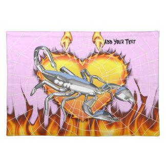 Diseño cromado 1 del escorpión con el fuego y noso mantel