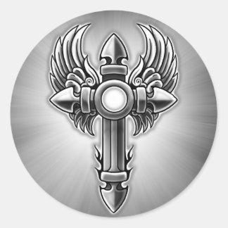 Diseño cruzado con alas tribal etiqueta redonda