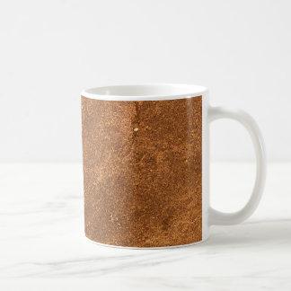 Diseño de Brown de la piedra arenisca Taza Básica Blanca