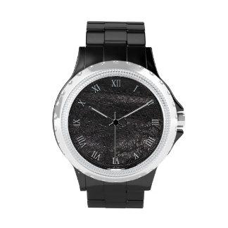 Diseño de cuero negro de la textura de la mirada reloj de mano