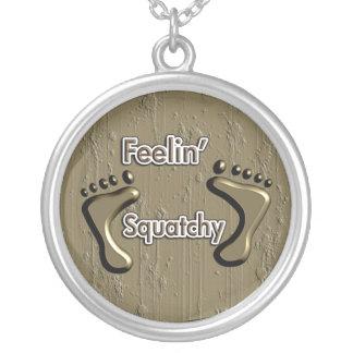 Diseño de Feelin Squatchy Bigfoot Collar Personalizado