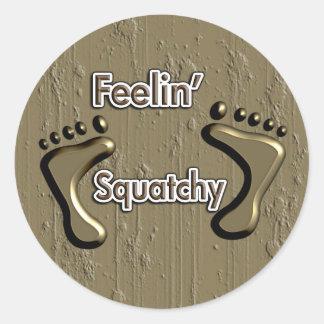 Diseño de Feelin Squatchy Bigfoot Pegatina Redonda