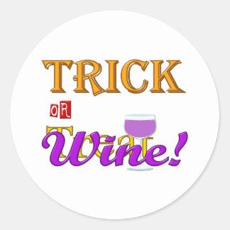 Diseño de Halloween del vino del truco O de la inv Pegatinas