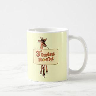 """Diseño de la """"3ro roca de los graduadores"""" de la j tazas de café"""