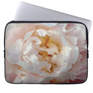 Diseño de la acuarela del Peony en rosas delicados Funda Portátil