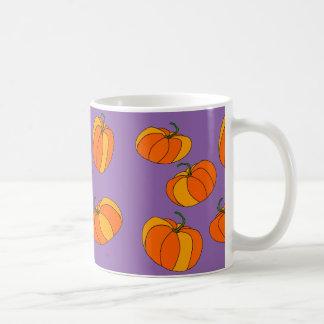 Diseño de la calabaza en las tazas de café
