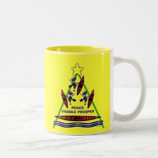 Diseño de la canoa del kajak de la paleta del día  tazas de café