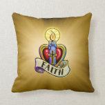 Diseño de la cruz del corazón de la vela de la fe almohadas