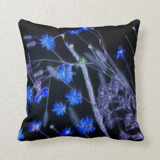 Diseño de la exploración del wildflower del negro cojín