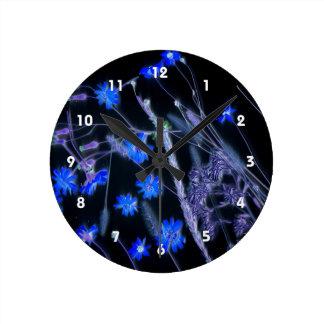 Diseño de la exploración del wildflower del negro reloj redondo mediano