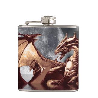 Diseño de la fantasía del dragón y de la luna petaca