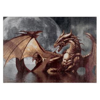 Diseño de la fantasía del dragón y de la luna tablas para cortar