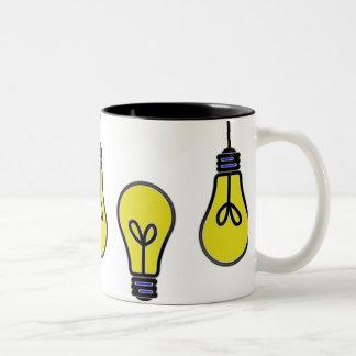 Diseño de la idea de la bombilla taza de dos tonos