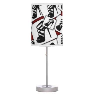 Diseño de la lámpara de mesa de los tacones altos