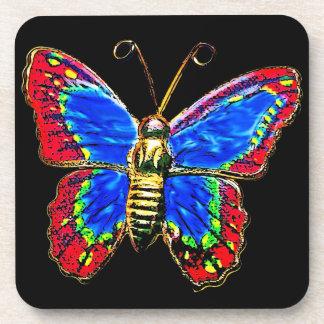 Diseño de la mariposa del arte en rojo y azul en n posavaso