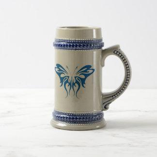 Diseño de la mariposa del cordón de la tinta azul jarra de cerveza