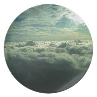 Diseño de la nube del cielo - imagen del vuelo plato de comida