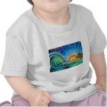 Diseño de la persona que practica surf camisetas