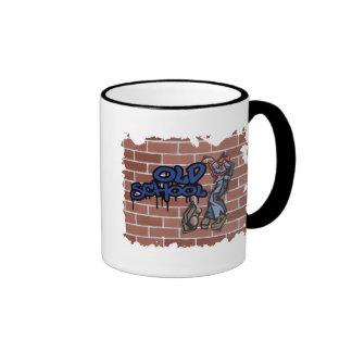 diseño de la pintada de la escuela vieja taza de café