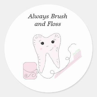 Diseño de la seda dental y del diente etiquetas redondas