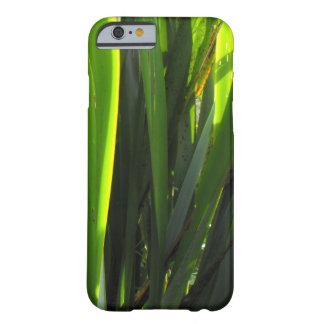 Diseño de las hojas del lino de los verdes del funda de iPhone 6 barely there