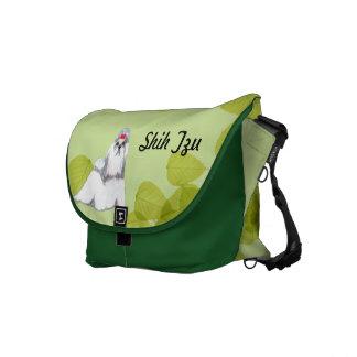 Diseño de las hojas del verde del ~ de Shih Tzu Bolsas Messenger