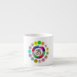 Diseño de las monedas del MANTRA de OmMantra OM Taza Espresso
