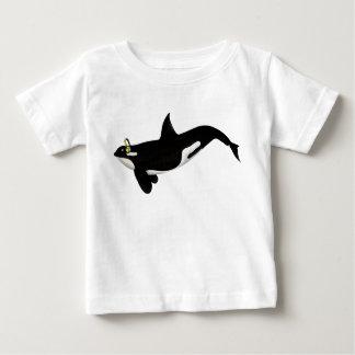 Diseño de los auriculares de la orca para los remera