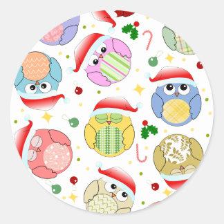 Diseño de los búhos del navidad pegatina redonda