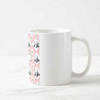 Diseño de los osos de panda y del tablero taza