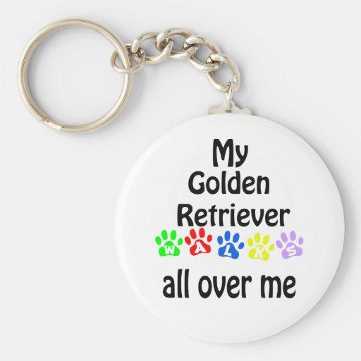 Diseño de los paseos del golden retriever llavero redondo tipo pin