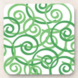 Diseño de los remolinos del verde posavasos de bebida