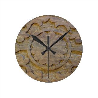 Diseño de madera de la voluta de la teca del reloj