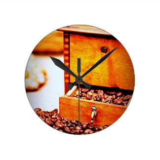 Diseño de madera de las habas de la amoladora de c reloj redondo mediano