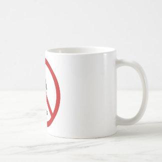 """Diseño de """"ningunos chicas"""" taza de café"""