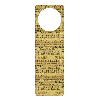 Diseño de papel de la notación de la partitura mus colgador para puerta