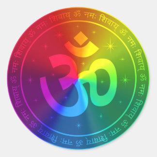 Diseño del arco iris de OM Pegatina Redonda