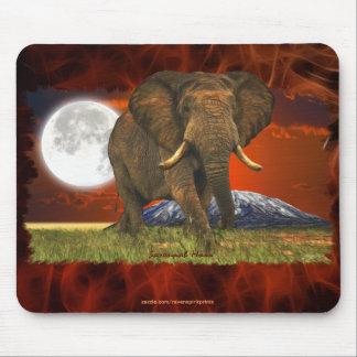 Diseño del arte de la luna del elefante africano y tapete de raton