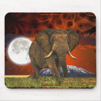 Diseño del arte de la luna del elefante africano y alfombrillas de ratones