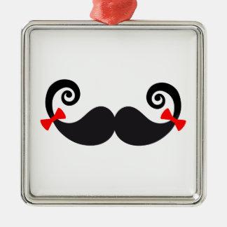 Diseño del bigote con los arcos rojos adorno navideño cuadrado de metal