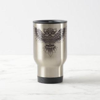 Diseño del búho del tatuaje de la escuela vieja taza de café
