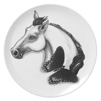 Diseño del caballo blanco y de la mariposa platos para fiestas