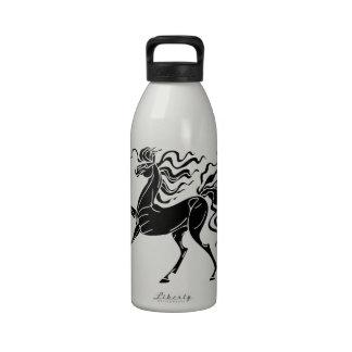 Diseño del caballo de la silueta con el pelo loco botellas de agua reutilizables