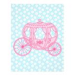 Diseño del carro del cuento de hadas en rosa y azu flyer a todo color