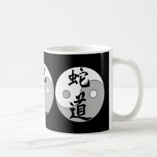 Diseño del chino de Yin Yang Taza Clásica