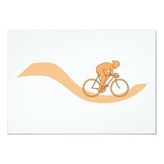 Diseño del ciclista en naranja invitación 8,9 x 12,7 cm