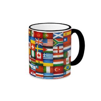 Diseño del collage de las banderas del mundo del G Tazas